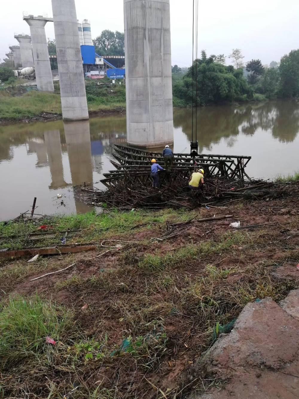 水泥桩水下拆除